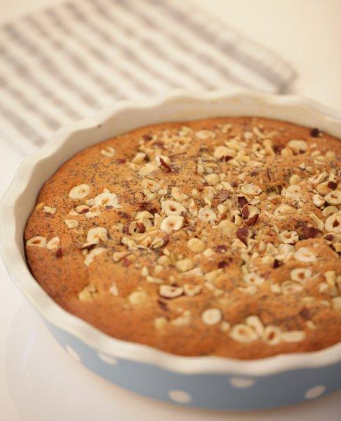 Poppy cake with roasted hazelnuts and raisins