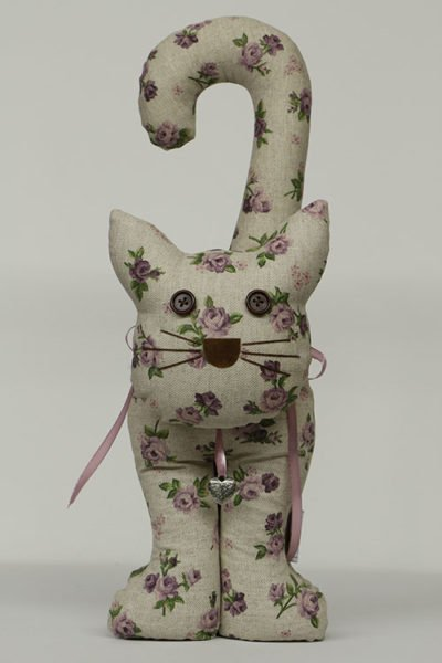 Doorstopper cat Isabelle Rose natural purple flowers